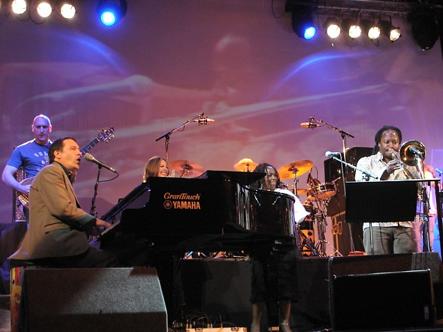 Winston Rollins : On stage with Jools Holland and his Rhythm & Blues Orchestra - Cheltenham, November 2005